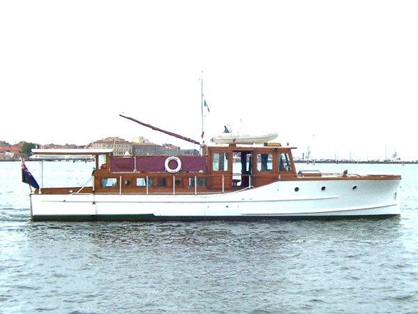 Classic Motor Yacht Papoose Gentlemans Cruiser Fine American