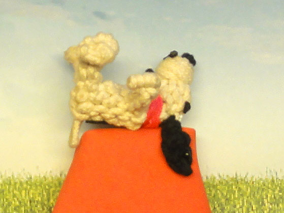 knotted snoopy on doghouse